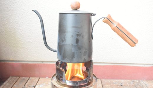 べランダでソロキャンプ。ウッドストーブで焚き火を楽しむ。