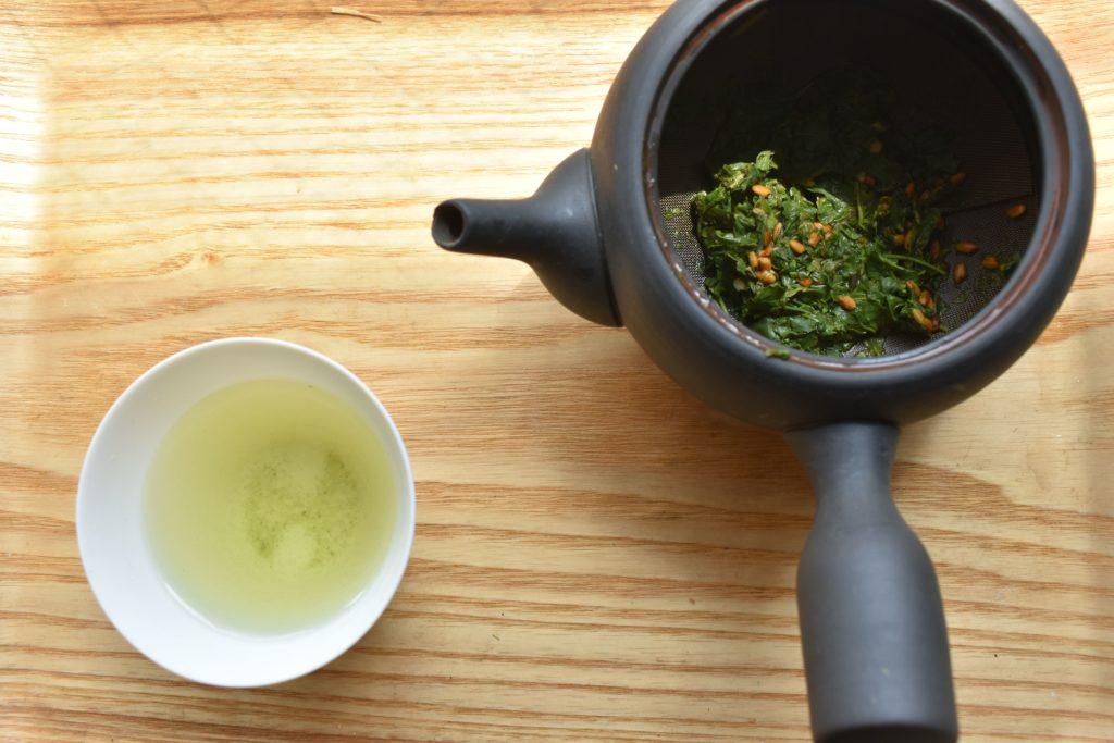 急須と玄米茶