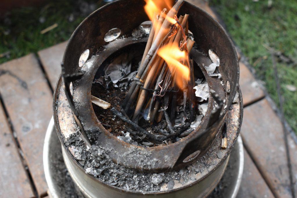 なかなかコーヒーかすに火がつかない