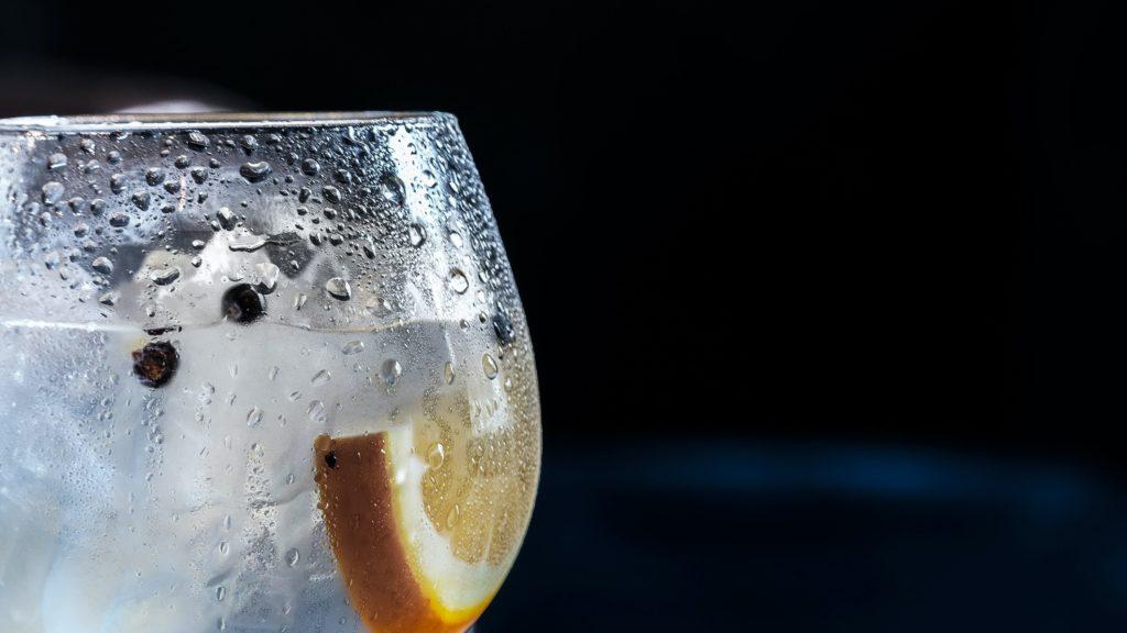 グラスの水滴