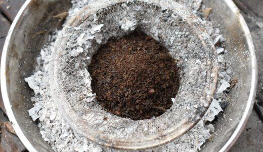 ウッドストーブの煙対策。二層構造で煙の出やすい素材を燃料として活用する。
